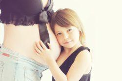 muerte súbita del bebé, madre embarazada e hija