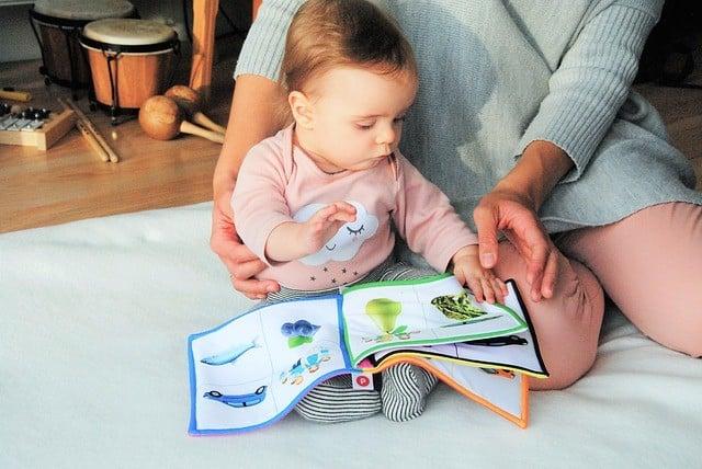 Cuánto cobrar por cuidar niños, cómo fijar el precio de una niñera en 2020