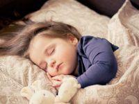 Niñera nocturna, cómo dejar al niño con una cuidadora de noche