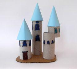 manualidades con tubos de cartón para niños, castillo