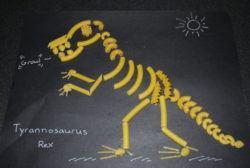 manualidades para niños con pasta, dinosaurio