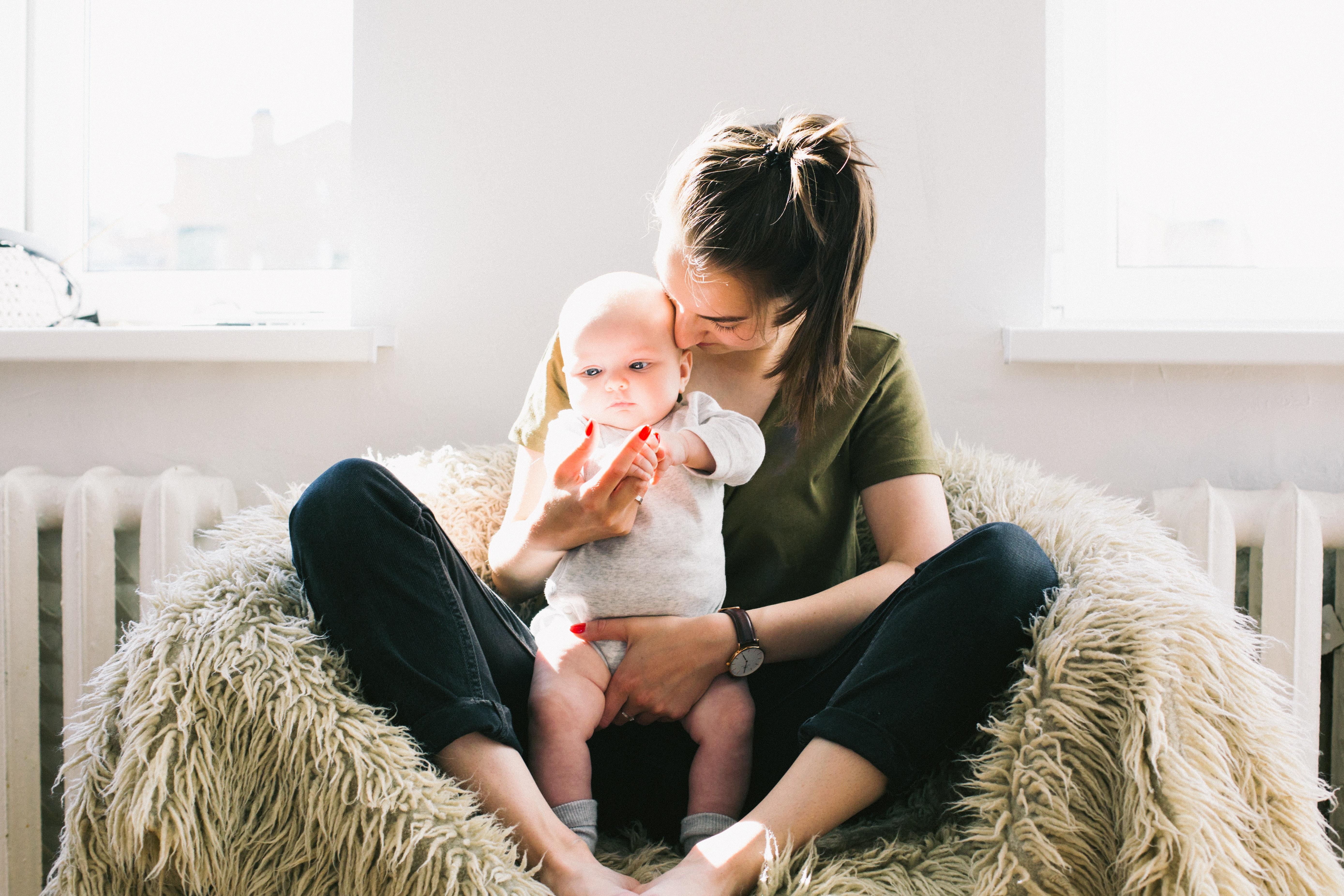Madre disfrutando baja por maternidad